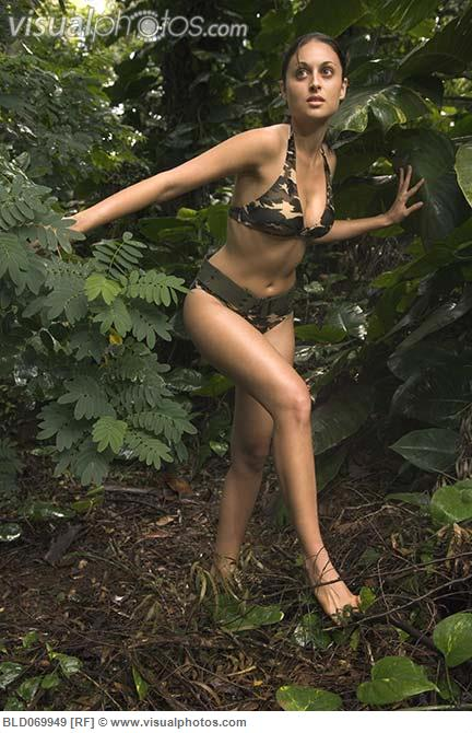 hispanic_woman_wearing_camouflage_bikini_in_jungle_BLD069949
